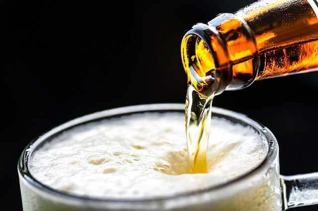 Quais são as causas da deficiência de enzimas digestivas pancreáticas?