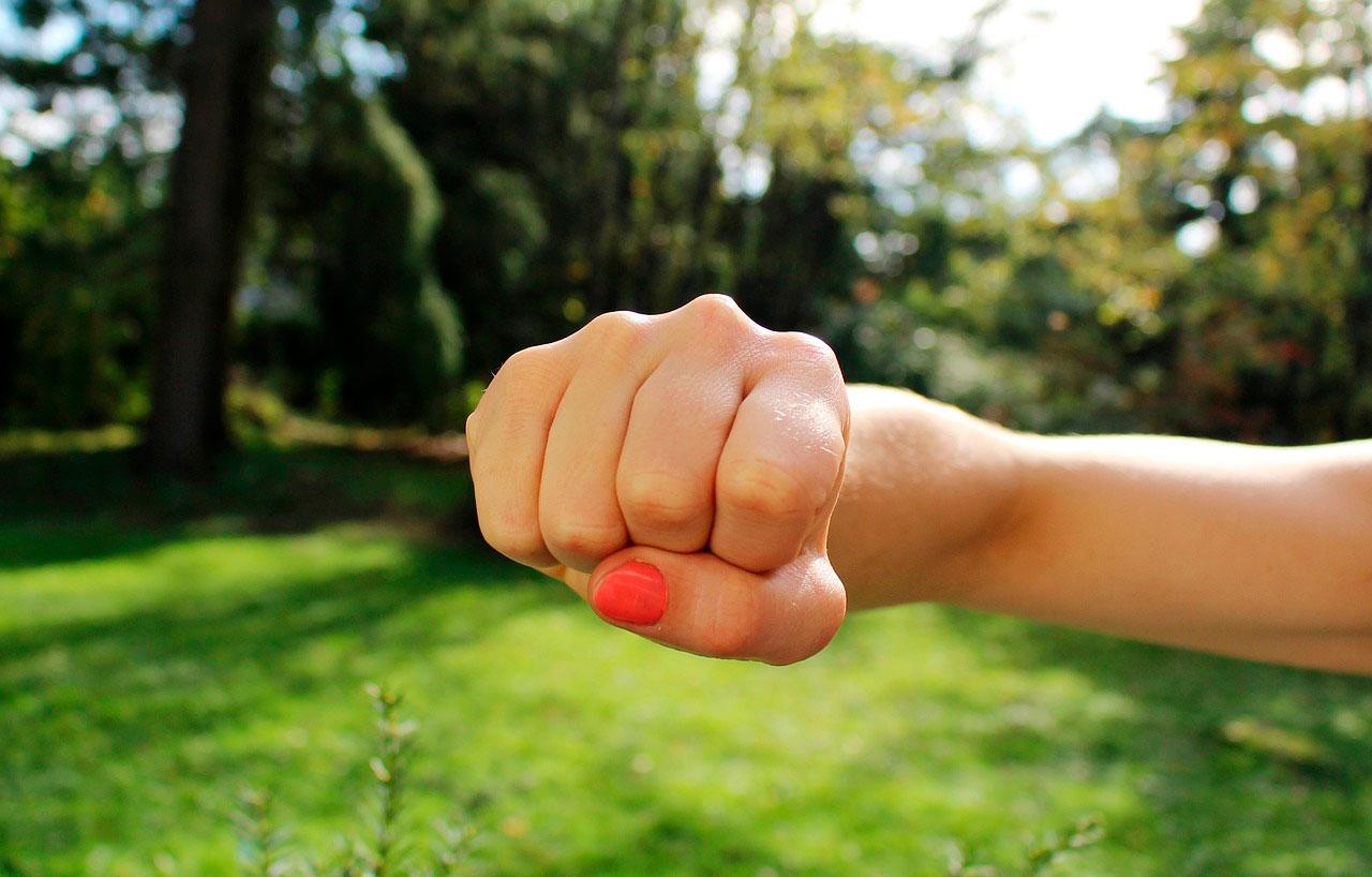 Quais são as causas da fadiga muscular do braço?