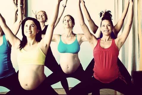 Quais são os benefícios da yoga no pré-natal?