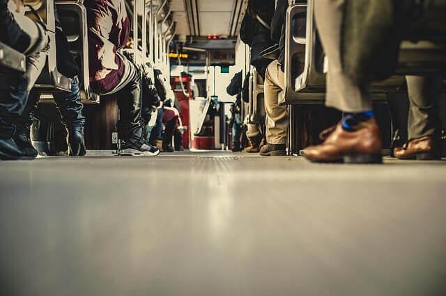 Quais são os riscos de ficar sentado demais?