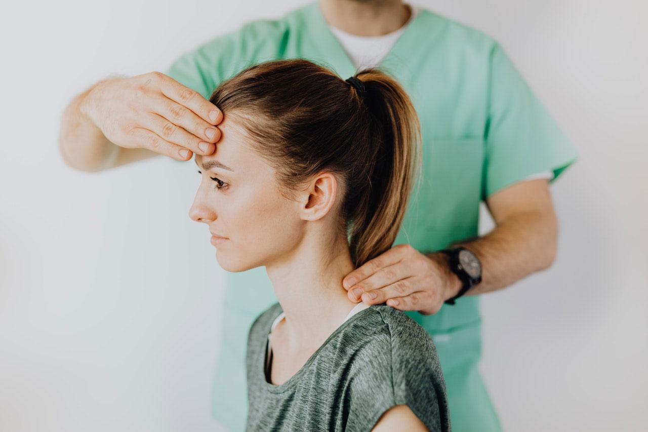 Quais são os sintomas das dores de cabeça da pressão alta?