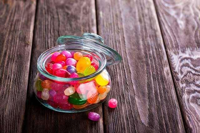 Quais são os sintomas de falta de açúcar no sangue?