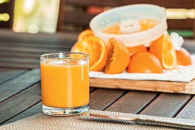 Queimação no estômago depois de comer laranja