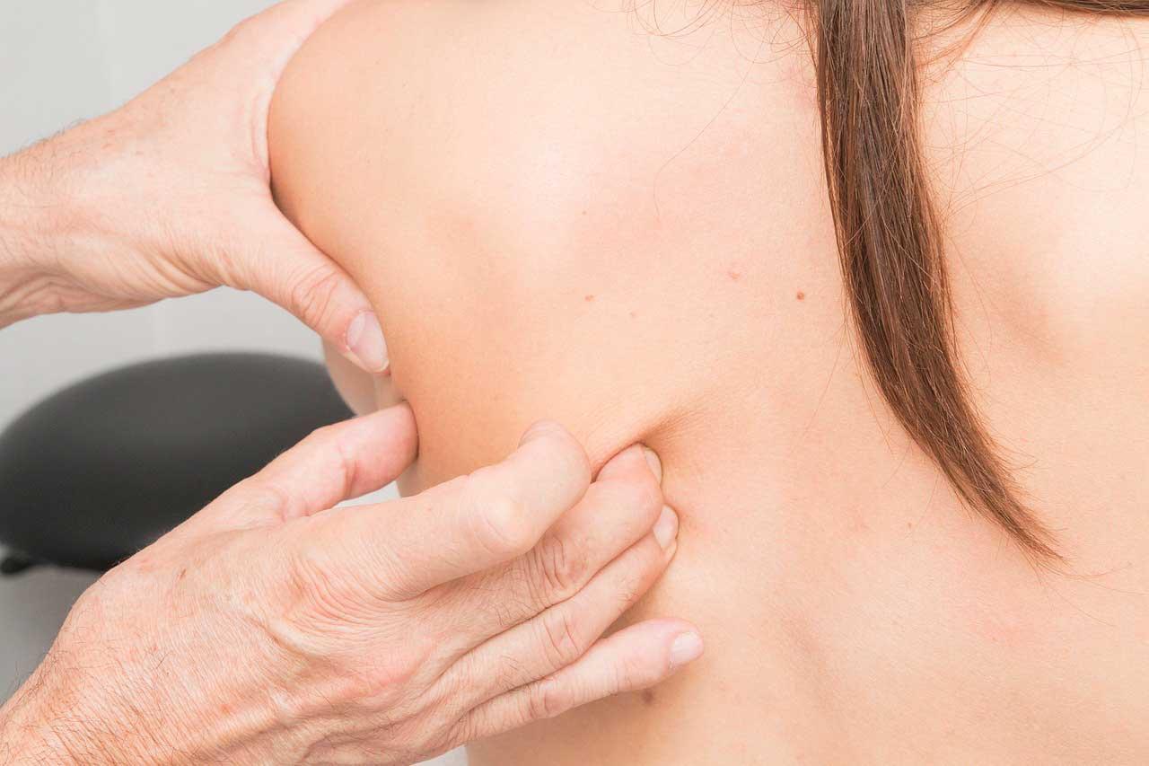 Quiropraxia ajuda a reduzir dores na coluna e pontos de tensão