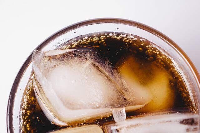 Refrigerante diet pode causar tontura, dor de cabeça e náusea?