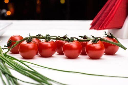 As sementes de tomate causam pedras nos rins?