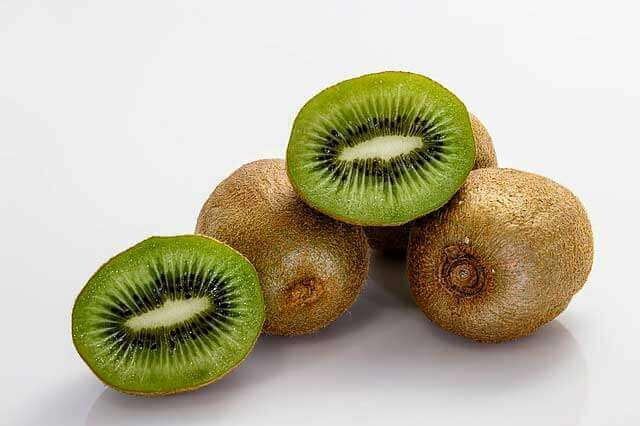 7 super poderes para a saúde ao comer Kiwi (Quiuí)