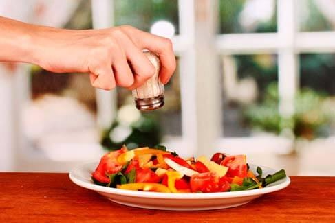 Sódio: Como Diminuir o seu Hábito de Sal