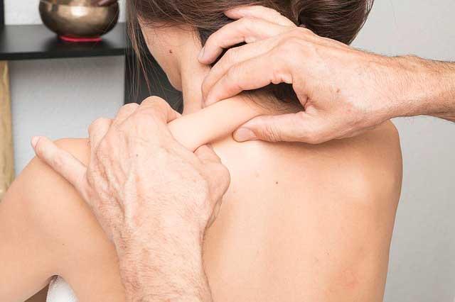 sensação de queimação nas costas do pescoço