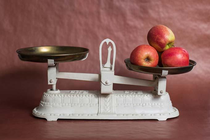 Uma maçã por dia e o peso no controle