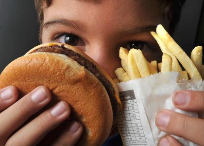O que � a obesidade na adolesc�ncia? - obesidade, diabetes, depress�o, adolescentes, hipertens�o, s�ndrome metab�lica, bullying, obesos, m�dicos, apn�ia, IMC, peso