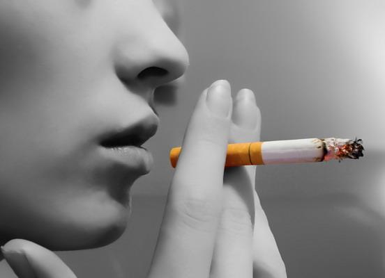 Os Efeitos do Cigarro na sua Pele e no Cabelo