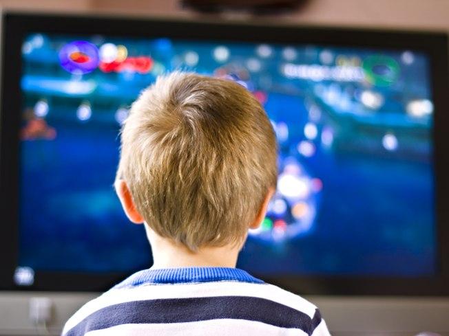 Crian�as e televis�o: limitar o tempo de televis�o do seu filho