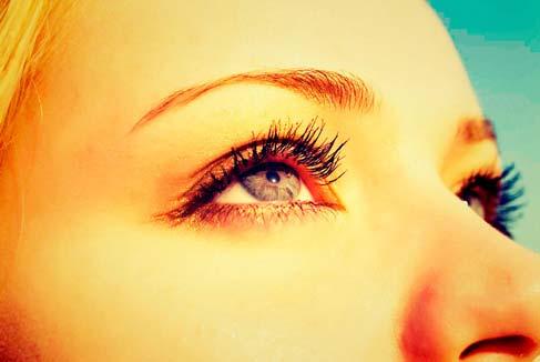 d0a531503 Agora, imagine com óculos de sol falso. Sua pupila vai responder à  escuridão da mesma forma que com outros óculos, com a desvantagem de que a  proteção UV ...