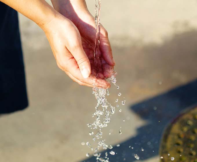 Gargarejo com água pode reduzir a chance de pegar um resfriado em 36%